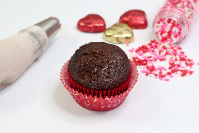 Amazing Chocolate Peanut Butter Heart Cupcakes unfrosted