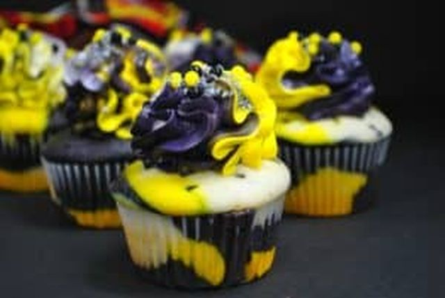 wasp cupcake final result horizontal shot