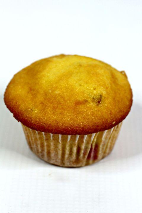 lemon raspberry cupcake ready to frosts
