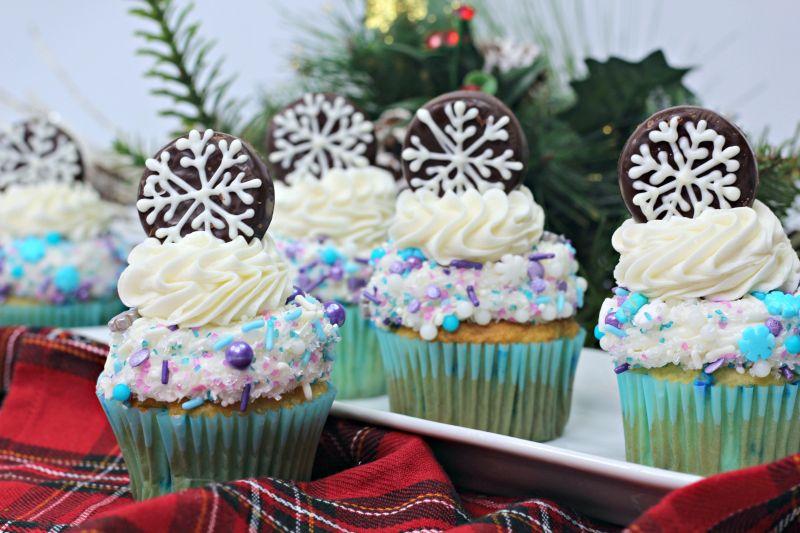 Vanilla snowflake cupcake finished product